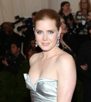 Amy Adams Gives Up First-Class Seat for Serviceman on Her Flight